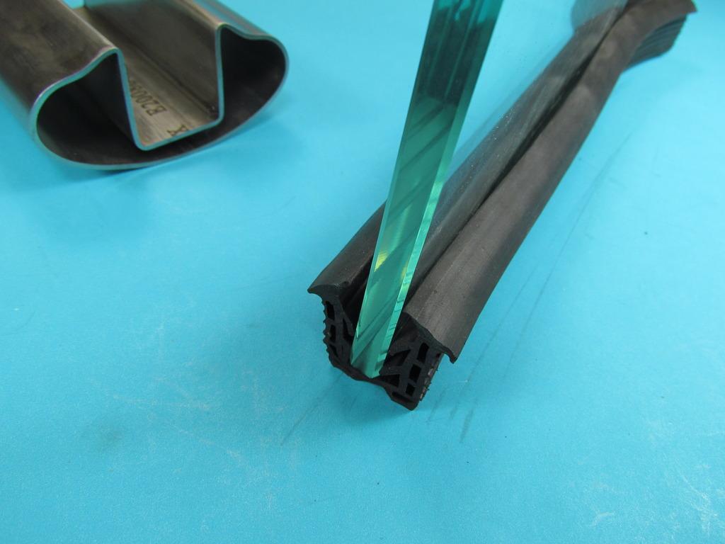 glasleistenrohr dichtung oval rohr 80x40 f r 12 13 mm oval rohr 80x40 f r 12 13 mm. Black Bedroom Furniture Sets. Home Design Ideas